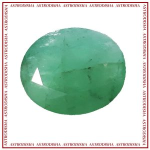 Emerald or panna gemstone